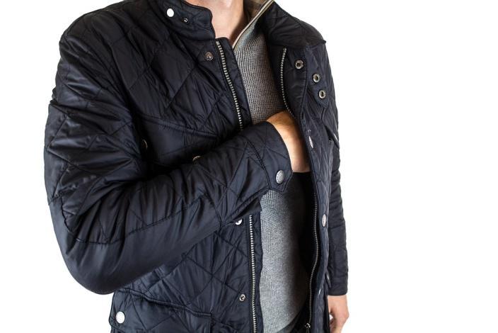 Come piegare una giacca per metterla in valigia