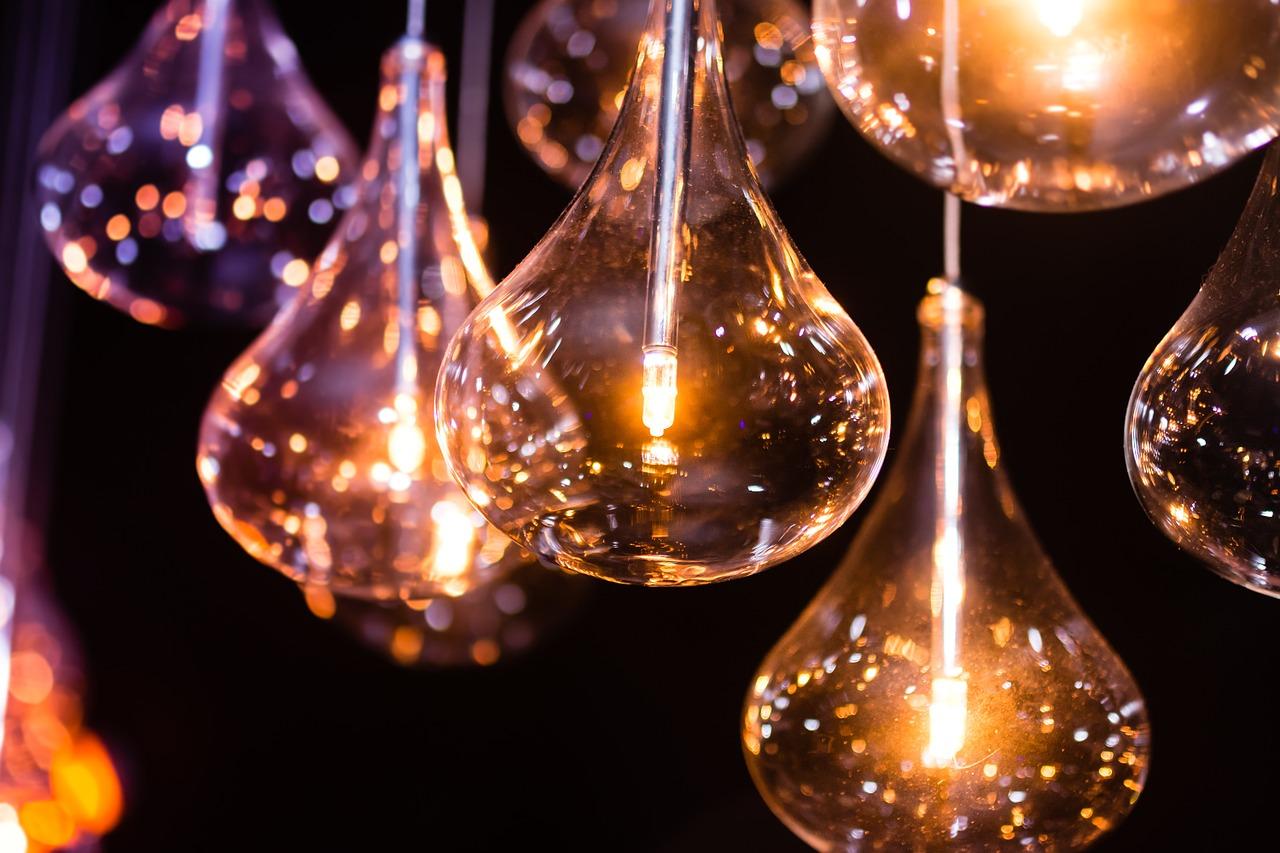 Fornitore luce meno caro: come trovarlo facilmente